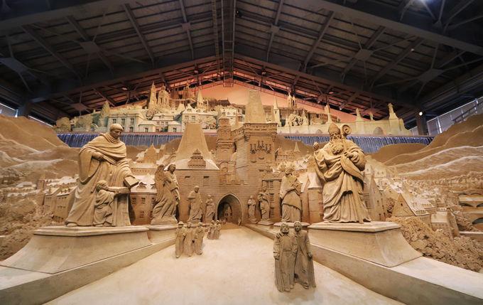 1日目午後〜夜:鳥取砂丘 砂の美術館、砂丘でらくだライド、砂丘ヨガ、いなば温泉郷