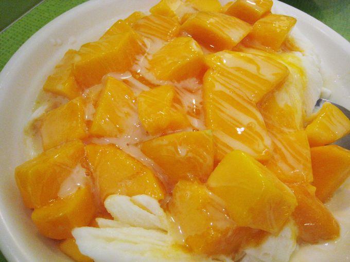 生マンゴーを堪能するなら季節限定の「冰讚(ピンザン)」&「緑豆蒜啥咪」