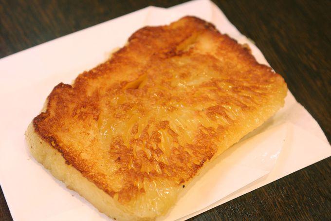 スイーツも食べ歩き!珍しい黄金餅・定番大根餅とごま団子