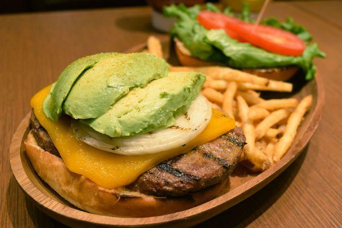 ハワイで人気のグルメバーガー「クア・アイナ」