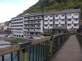 つり橋を渡って行く!大分県天ヶ瀬温泉「成天閣」は源泉掛け流しのお湯が自慢