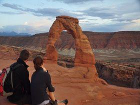 自然が作った巨大アーチに驚愕!アメリカ「アーチーズ国立公園」