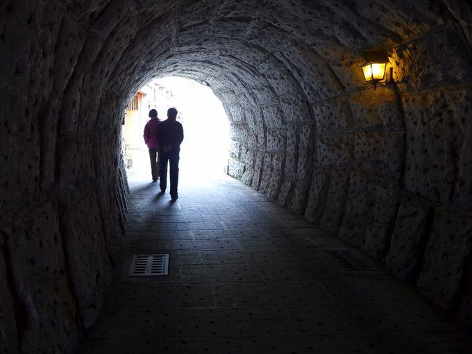 トンネルから名曲が聞こえてきます