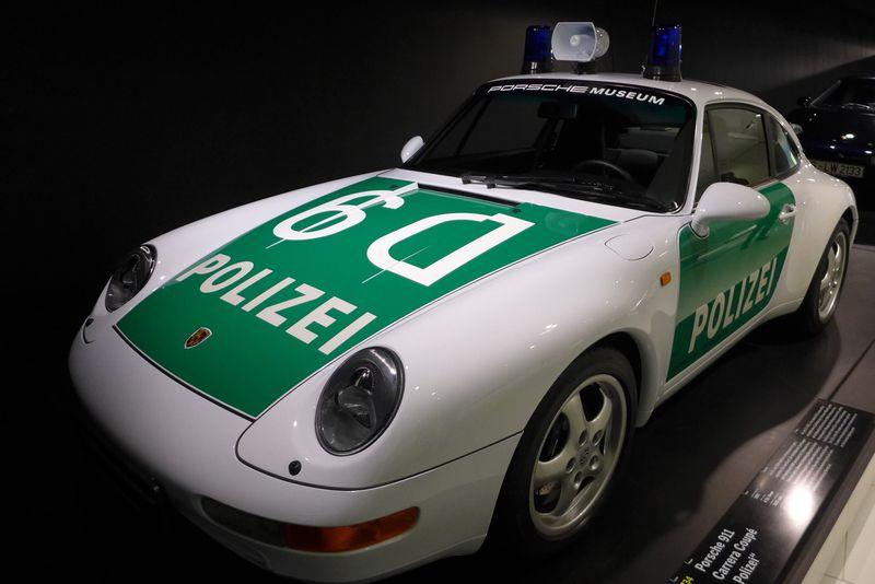パトカーもポルシェ!?ドイツ「ポルシェ博物館」