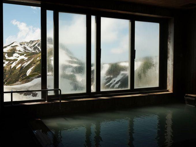 源泉がすぐ近くにある「雷鳥荘」