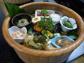 大分県豆田町の景観地区が美しい!「大はら茶屋」竹籠入りのランチもおすすめ