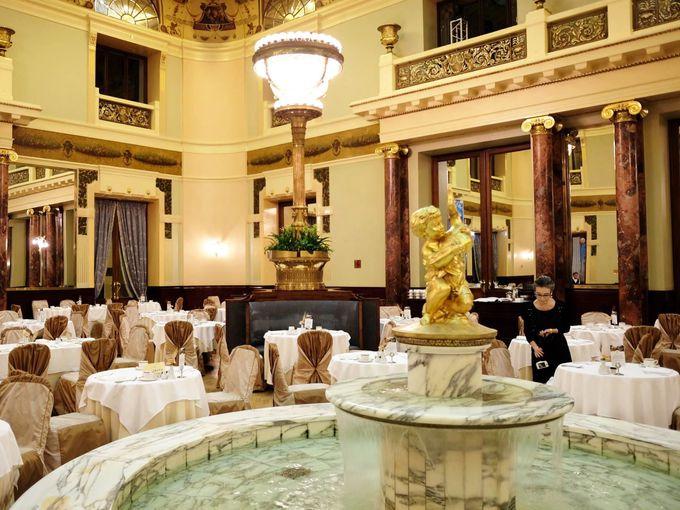 レストランに噴水が!歴史あるホテルメトロポール