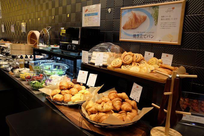 朝食は品数たっぷりのビュッフェ!