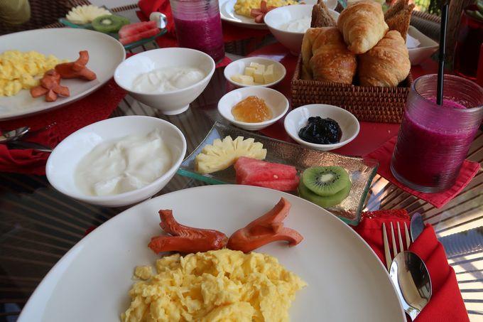 ティータイムも朝食もテラスでいただきます