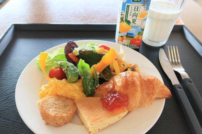 朝食は地元の食材をたっぷりと!