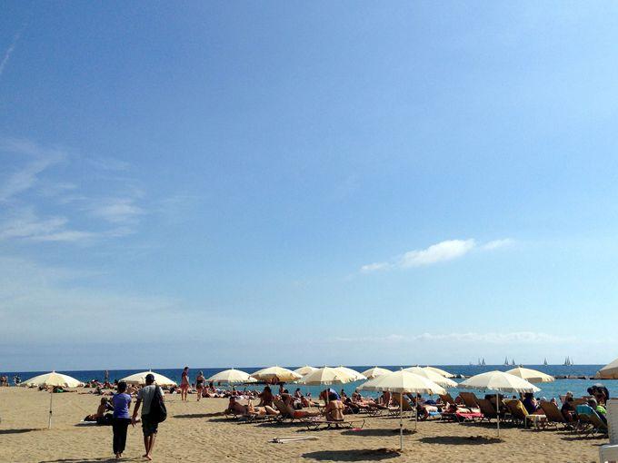 中世の街並みを抜けてビーチリゾートへ。バルセロネータで全身に太陽を感じる