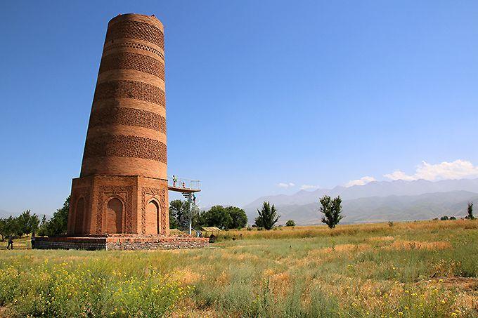 草原にニョキニョキ立つ石人!キルギスの世界遺産バラサグンとアクベシム遺跡