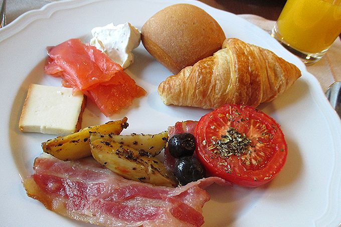 ホテルの優雅な朝食