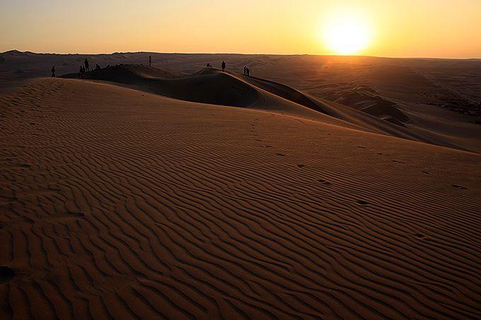 壮大な砂漠の夕暮れと夜景に感動