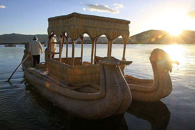 トトラで作ったバルサに乗船