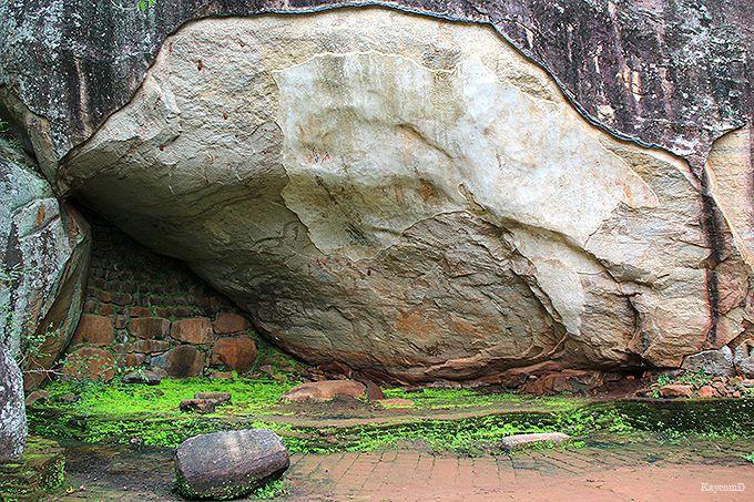 僧侶が瞑想した石窟