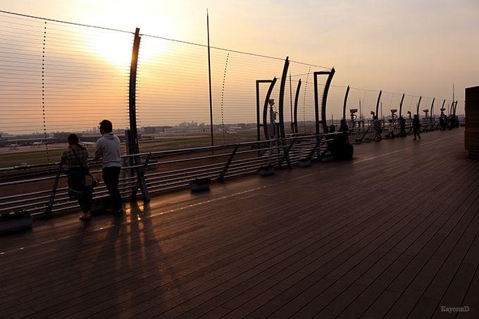 夕日と夜景を見るなら第1旅客ターミナルの展望デッキ