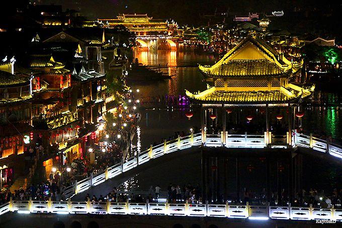 中国一美しい街!少数民族が暮らす「鳳凰古城」のノスタルジックな町並みと幻想的な夜景を楽しもう