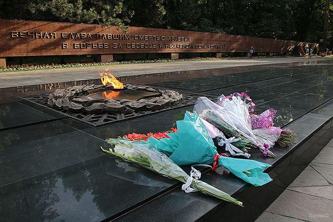戦死者を弔う「28人のパンフィロフ戦士公園」