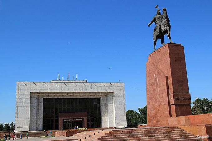 アラ・トー広場と国立歴史博物館