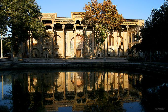 20本の柱が並ぶボラハウズ・モスク