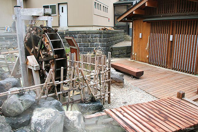 湯けむりが立ち昇る歴史ある温泉街