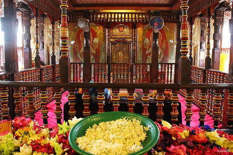 スリランカの聖地!世界遺産キャンディの「仏歯寺」で仏教の歴史絵巻を見よう