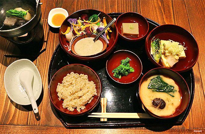 一人旅歓迎の温泉宿!箱根湯本「養生館はるのひかり」で日常を離脱する逗留湯治