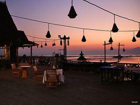 ミャンマーの水上コテージ「ミャンマートレジャーリゾート」はインレー湖の夕日の名所