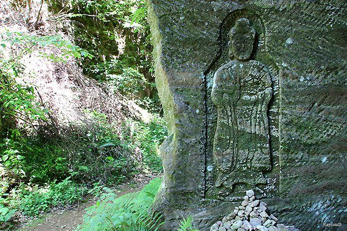 磨崖仏が彫られた「大切通し」