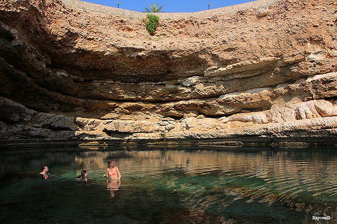 地底に湧く泉ビマー・シンクホール