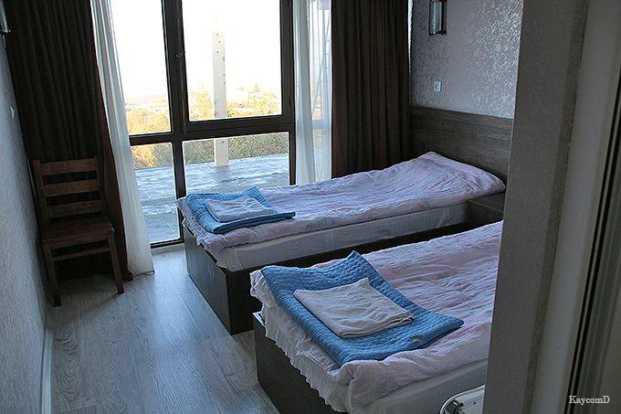 シンプルながら清潔な部屋