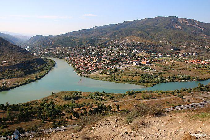 ムツヘタの町が見下ろせる絶景の丘