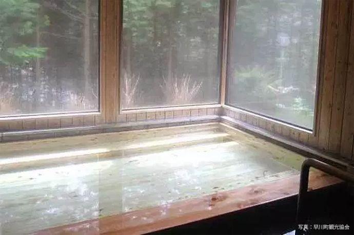とろとろ湯が楽しめる「奈良田の里温泉 女帝の湯」