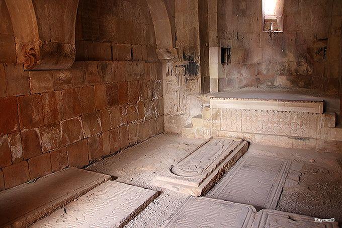 獅子と人間のレリーフがある「聖グリゴール教会」