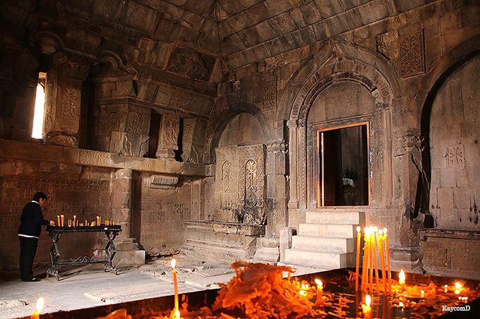天才建築家モミックの最後の傑作「ノラヴァンク修道院」