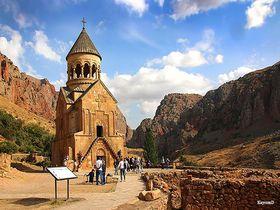 アルメニアの至宝!深い渓谷に建つノラヴァンク修道院