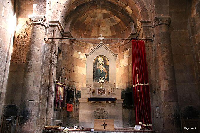 十字架の形をした「聖カラペト教会」