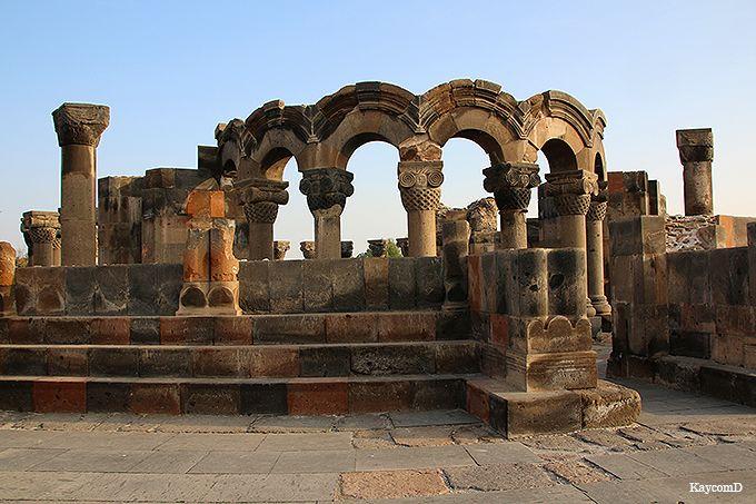 天使たちの大聖堂!アルメニアの世界遺産ズヴァルトノツ古代遺跡