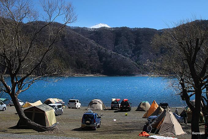 青木ヶ原樹海に隣接する「西湖」