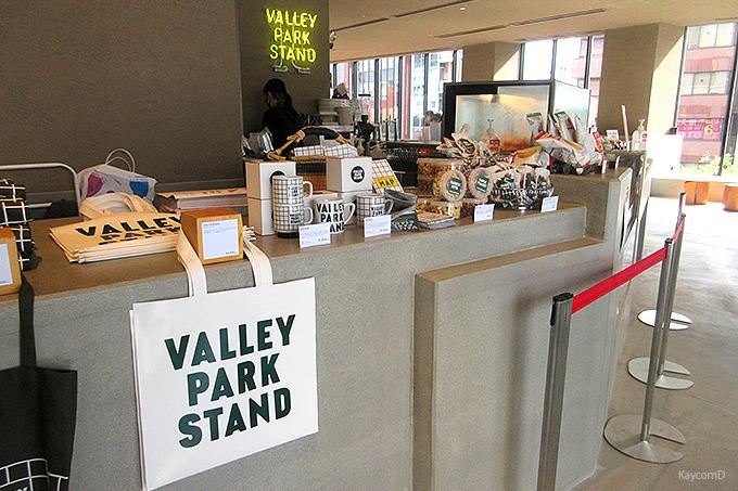 公園に直結したカフェ「VALLEY PARK STAND」