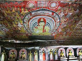 圧巻の石窟壁画!スリランカ世界遺産ダンブッラの黄金寺院