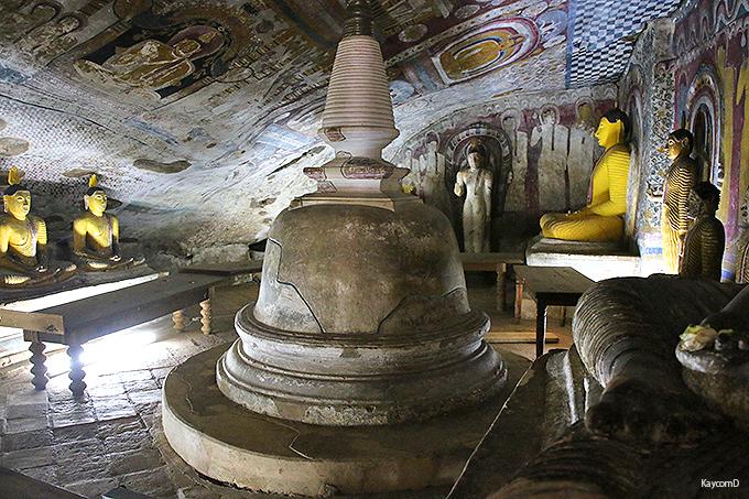 曰くつきの仏像が鎮座する石窟