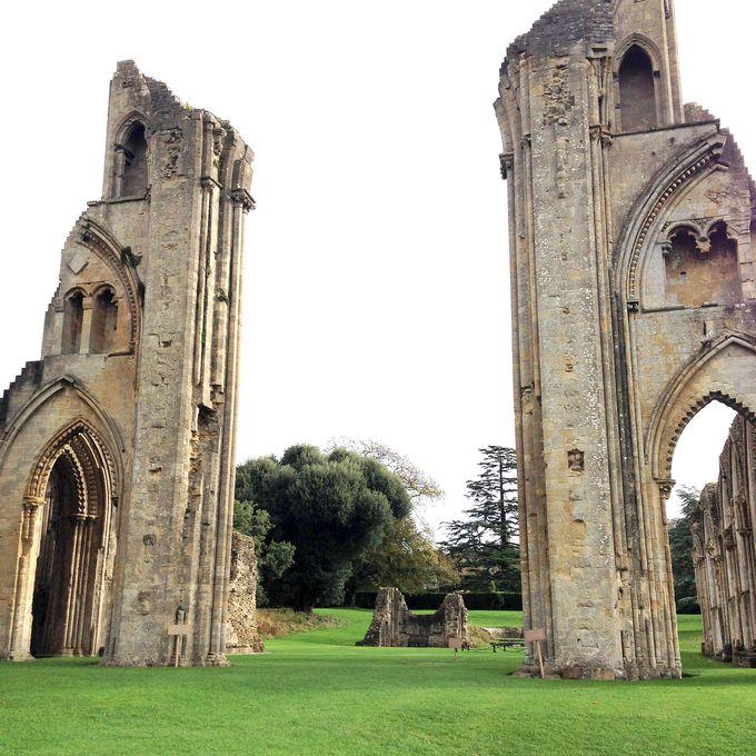 美しき廃墟「グラストンベリー修道院」