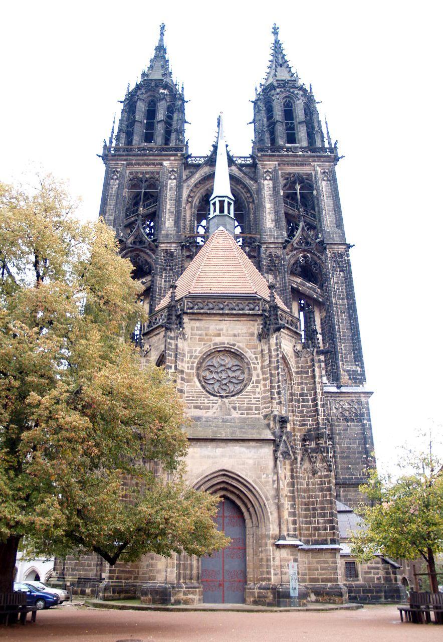 アルブレヒト城に寄り添う大聖堂