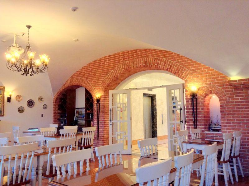 レストランやカフェスペースも充実
