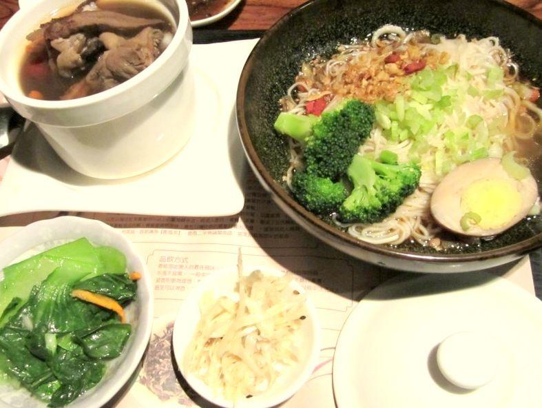 美味しい台湾料理も食べられる