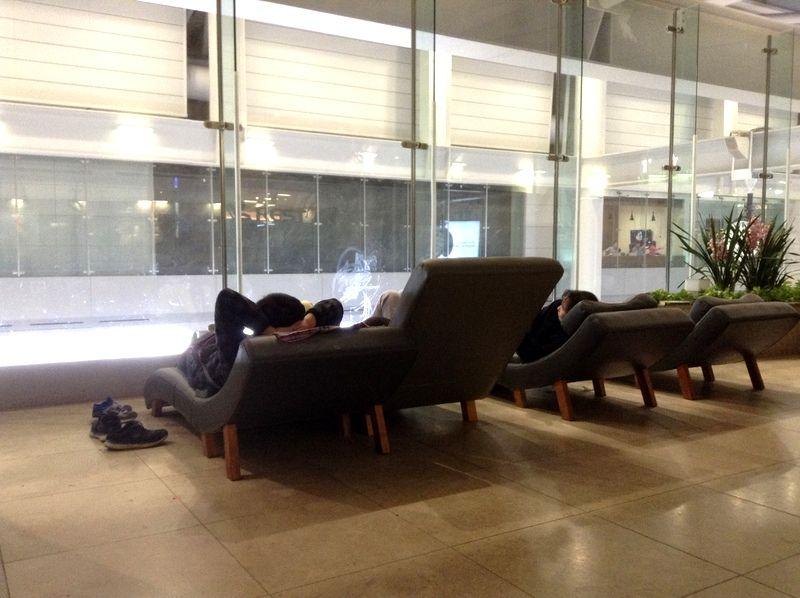 仁川国際空港内に至福の無料カウチと無料マッサージ機