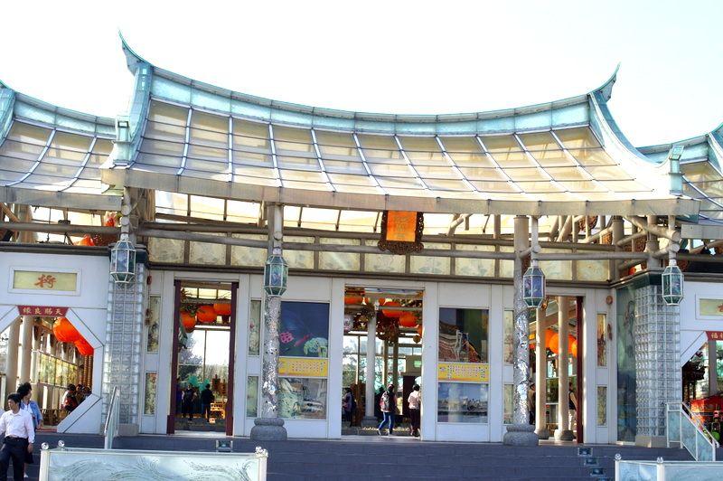 台湾唯一!7万枚のガラスを使った廟