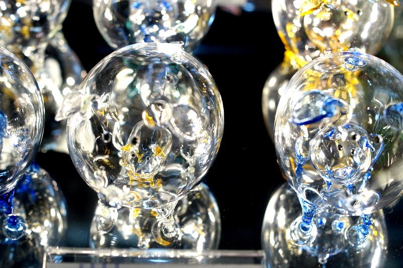 お土産にできるようなガラス製品も沢山!